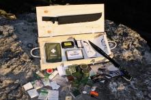 """kit de supervivencia zombie completo del libro """"Diario Z: La Nueva Atenas"""""""