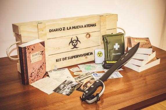 """kit de supervivencia zombie del libro """"Diario Z: La Nueva Atenas"""""""